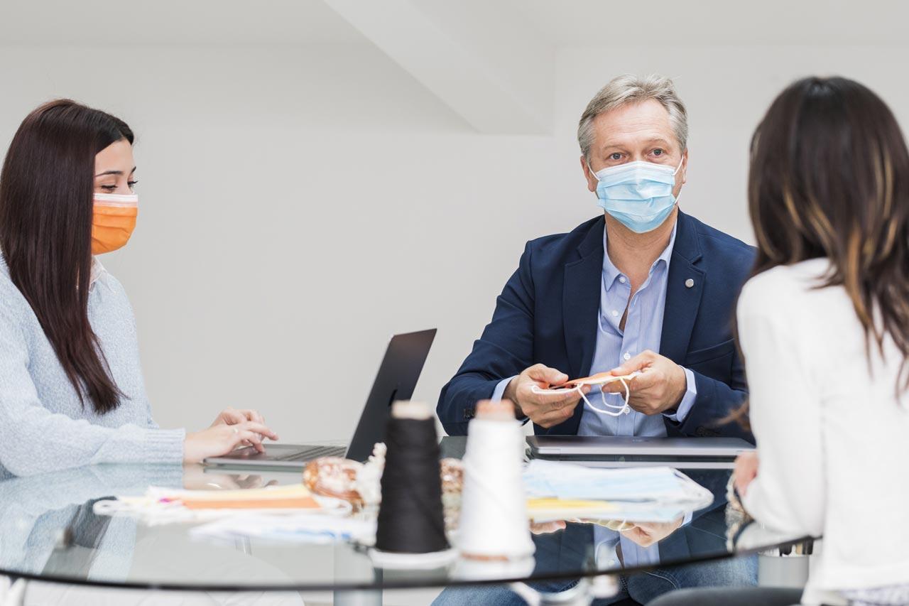 Staff Futura Mask srl in riunione
